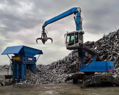 carico-materiale-trituratore